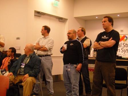 개발자의 피드백을 듣고있는 VSTS 팀들